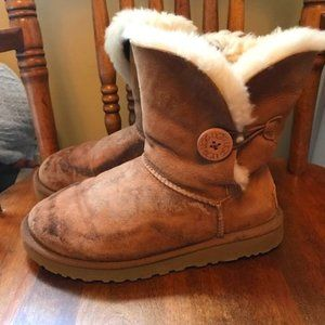 UGG Bailey Button II in Chestnut - Size 8